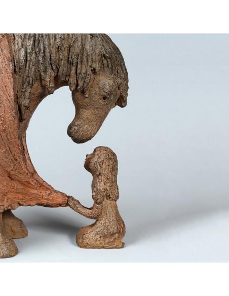 Sculpture Bien au chaud. Bronze Cheval. Détail petite fille et tête cheval