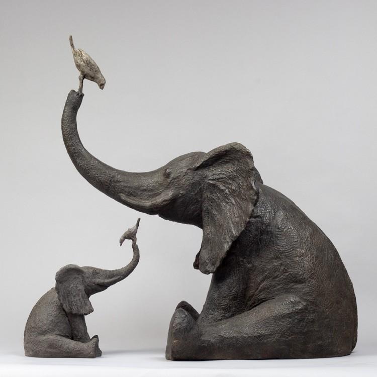 Éléphant au jardin En échelle éléphant à l'oiseau