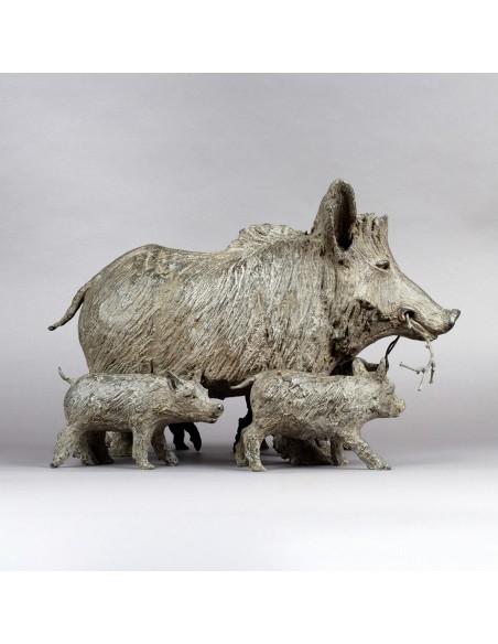 Sculpture bronze En forêt de Hez - Laie et marcassins - Profil vers la droite - Bronze sanglier
