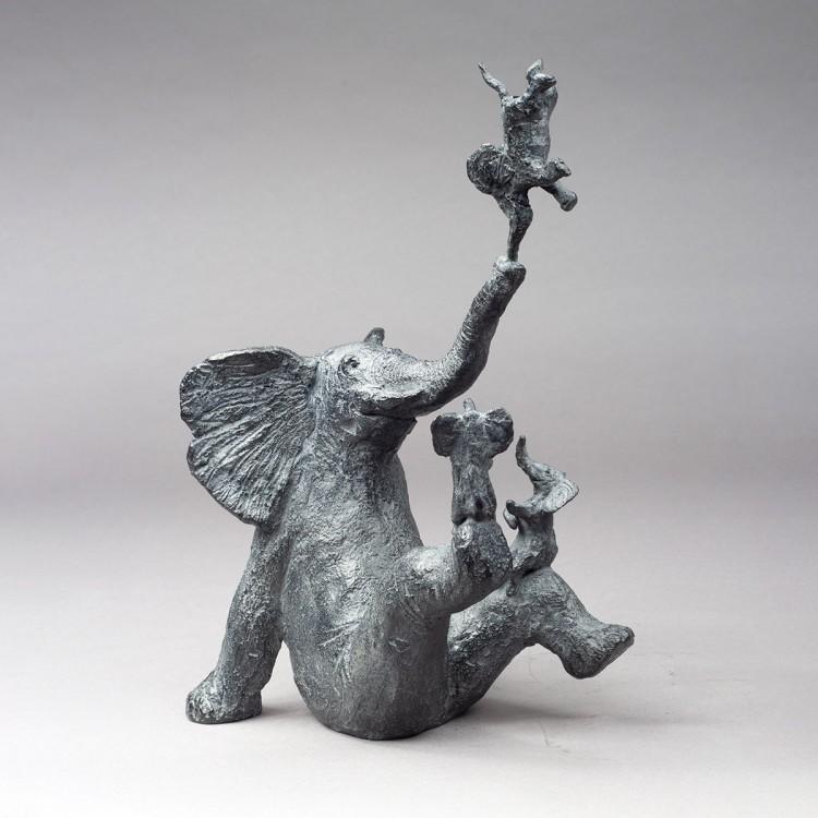 En Afrique ou quatre éléphants heureux, sculpture bronze éléphant